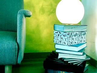 La mesa de los libros:  in stile  di Castillo|martinez
