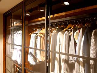 Modern dressing room by OutSide Tech Light Modern