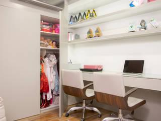 Estudios y despachos de estilo moderno de Karla Silva Designer de Interiores Moderno