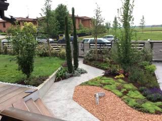 giardino privato : Giardino in stile in stile Rustico di I Giardini di Anna