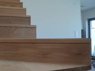 Pasillos, vestíbulos y escaleras modernos de PeC Arquitectos Moderno
