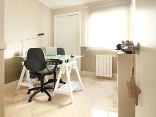 Study room Estudios y despachos de estilo moderno de acertus Moderno