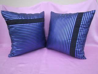 blau-schwarze Kissen mit Borten:   von schneiderei jerke
