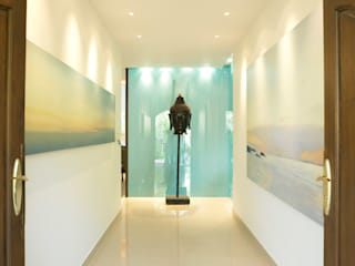 Casa Particular Modern Corridor, Hallway and Staircase by Bondian Living Modern