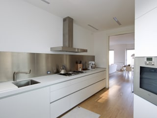 Progetto: Cucina in stile  di R+TB Architetti Associati, Moderno