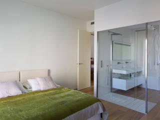 Progetto: Camera da letto in stile  di R+TB Architetti Associati, Moderno
