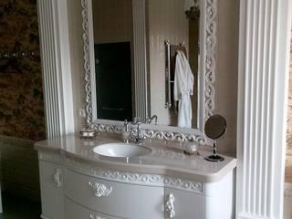 Мойдодыр и зеркало: Ванная комната в . Автор – Мастерская Художественной Мебели DerevoDekor