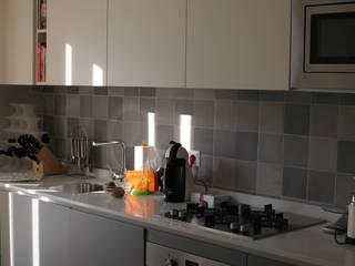 Cozinhas minimalistas por MmArchi. I Monica Maraspin Architetto Minimalista