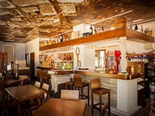 Taperia Adechape: Locales gastronómicos de estilo  de E&P  Arquitectos
