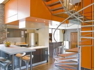 Habitation JSP Couloir, entrée, escaliers modernes par VORTEX atelier d'architecture Moderne