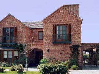 FATIMA I Radrizzani Rioja Arquitectos Country style house Bricks Red