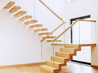 Corredores, halls e escadas minimalistas por Trąbczyński Minimalista