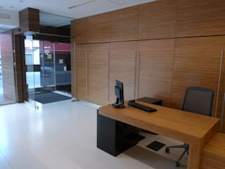 CAVERE ASESORES: Estudios y despachos de estilo  de Tiendas On
