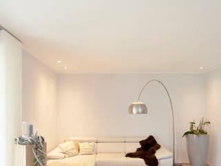 Minimalist living room by Architektur Jansen Minimalist