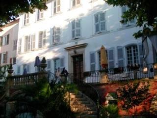 Bastide: Maisons de style  par Enclos