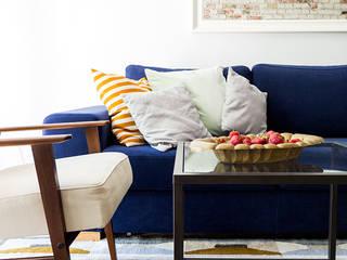 Sentymentalne mieszkanie na Muranowie Eklektyczny salon od Dagmara Zawadzka Architektura Wnętrz Eklektyczny