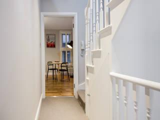 Landcroft Road - East Dulwich Pasillos, vestíbulos y escaleras de estilo clásico de Oakman Clásico