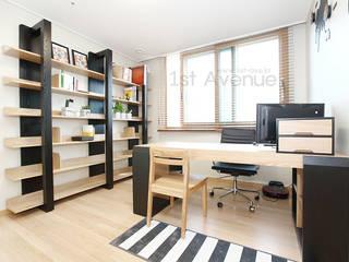 Oficinas y bibliotecas de estilo moderno de 퍼스트애비뉴 Moderno