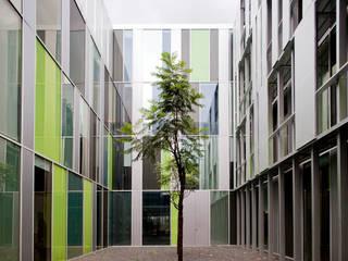 Escuela de Arquitectura Rovira I Virgili Escuelas de estilo moderno de Eduardo Irago Fotografia Moderno
