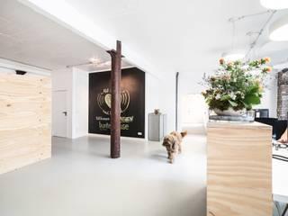 Industriecharme:  Bürogebäude von AGNES MORGUET Innenarchitektur & Design