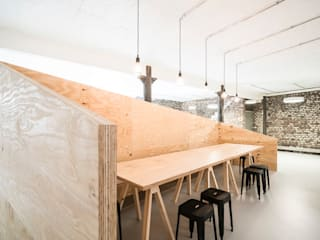 Pausenecke:  Bürogebäude von AGNES MORGUET Innenarchitektur & Design