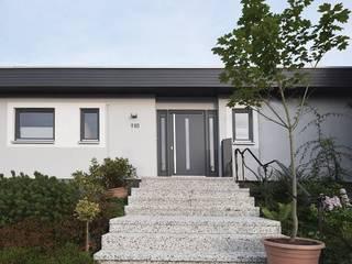 Bungalowsanierung:   von AGNES MORGUET Innenarchitektur & Design