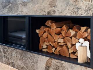 Eingangswand und Kaminanlage aus Naturstein : moderne Wohnzimmer von Marmor Radermacher