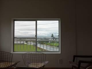 下反田のガレージ: 井上貴詞建築設計事務所が手掛けた書斎です。