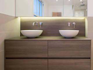 CLANRICARDE GARDENS II, NOTTING HILL Phòng tắm phong cách hiện đại bởi Ardesia Design Hiện đại