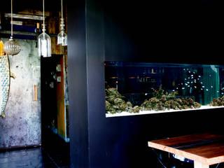 ADn saltwater aquarium at restaurant Lazuli - Estórias do Mar, Lisboa Espaços de restauração mediterrânicos por ADn Aquarium Design Mediterrânico