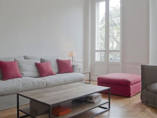 LE MARAIS, PARIS: classic Living room by Ardesia Design
