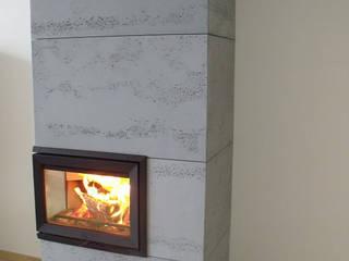 Płyty z betonu architektonicznego jako okładzina kominkowa Nowoczesny salon od Luxum Nowoczesny