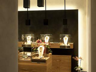 Lupin Gioielli - Lupin jewelry store Negozi & Locali commerciali in stile minimalista di Marco Rubini Architetto Minimalista