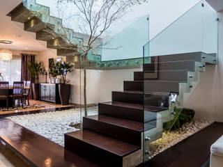 Escalera: Pasillos y recibidores de estilo  por aaestudio,