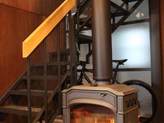 隨意取材風玄關、階梯與走廊 根據 HOUSETRAD CO.,LTD 隨意取材風