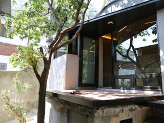Maisons de style  par IEUNG Architect,
