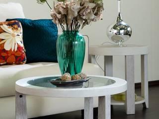 Светлая гостиная с яркими акцентами: Гостиная в . Автор – INGAART