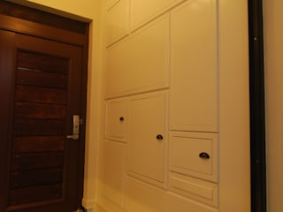 다한디자인 Pasillos, vestíbulos y escaleras de estilo moderno Tablero DM Blanco