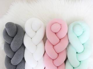 Knot Cushion: HEM 의 현대 ,모던