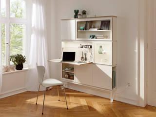 setup: Der raumparende Wohnbaukasten (Konfiguration Schminktisch, Vitrine, Regal und Schrank):  Schlafzimmer von studio michael hilgers