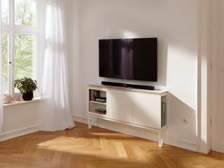 setup: Der Wohnbaukasten als TV-Lowboard:  Wohnzimmer von studio michael hilgers