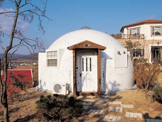 Casas de estilo mediterráneo de 휴먼앤스페이스 Mediterráneo