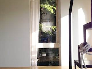 緑を取り込む窓: 株式会社TERRAデザインが手掛けた窓です。