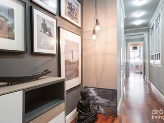 Minimalist corridor, hallway & stairs by Dröm Living Minimalist