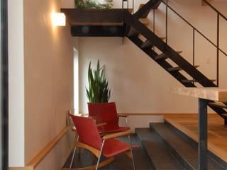 多目的な土間スペース: 株式会社TERRAデザインが手掛けたベランダです。