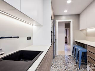 Hogar familiar en Badalona Cocinas de estilo clásico de Dröm Living Clásico