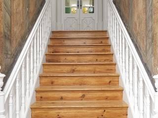 Couloir, entrée, escaliers modernes par Nelson Resende, Arquitecto Moderne