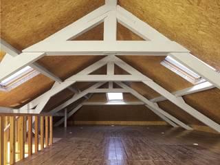 Recuperação de casa em Ovar: Escritórios e Espaços de trabalho  por Nelson Resende, Arquitecto