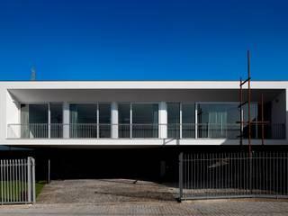 Maisons modernes par Nelson Resende, Arquitecto Moderne