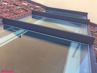 Lucernario motorizzato Finestre & Porte in stile moderno di Modula Group Srl Moderno